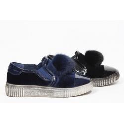 Sneaker com pompom