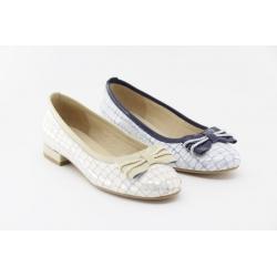 Sapato de fabrico nacional com laço